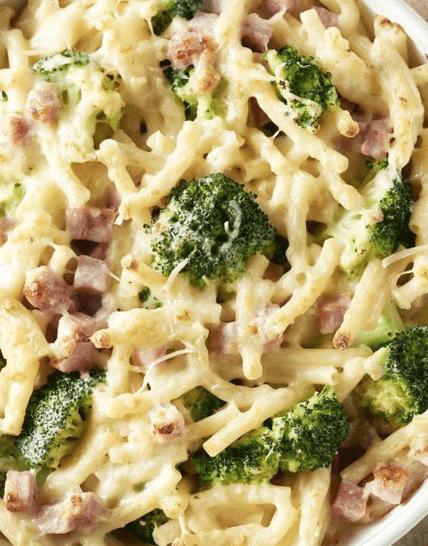 Macaroni met ham, kaas en broccoli