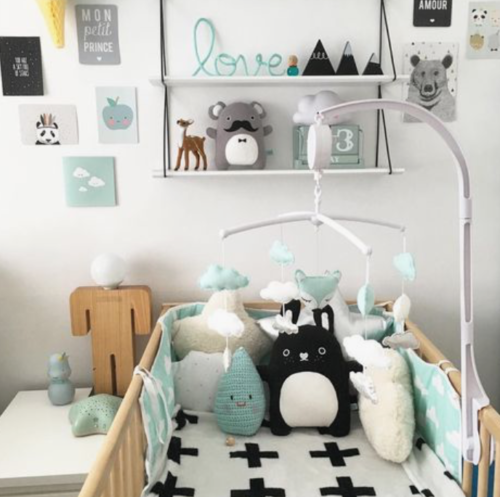 Babykamer wit met hout