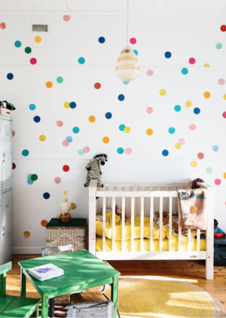 bollen op muur babykamer