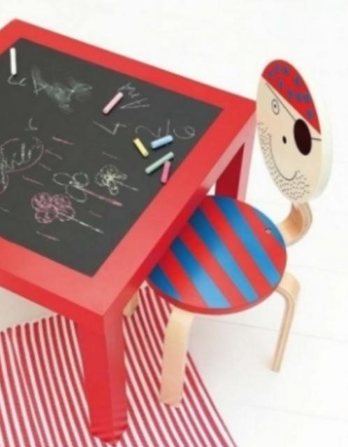 vrolijke tafeltjes en stoeltjes
