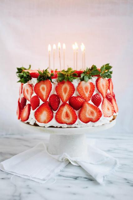 verjaardagstaart met aardbeien