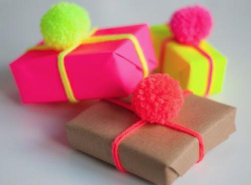 Cadeautjes inpakken_pomponnen