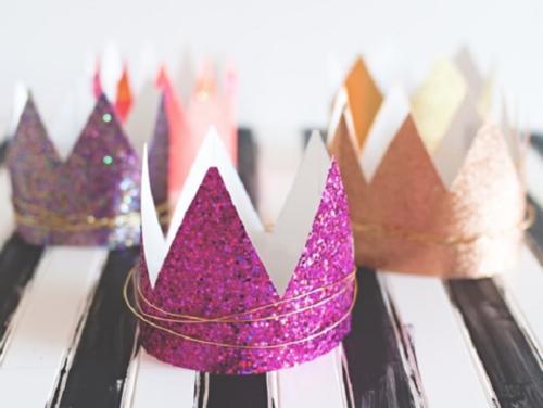 Glitterkroon met ijzerdraad_verjaardagskroon