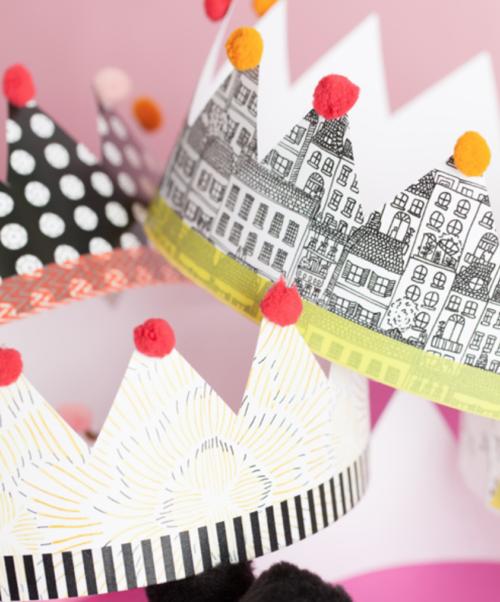 Verjaardagskronen met inpakpapier, washi tape en pompons