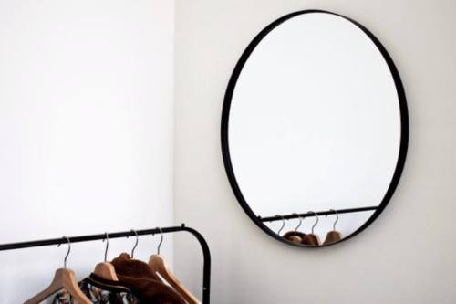 Ronde metalen spiegel_Housevitamin